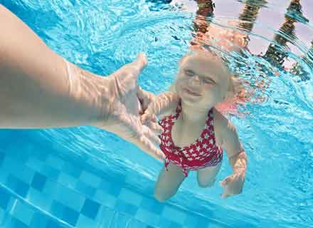 corso nuoto acquainsieme bambini dai 3 ai 4 anni piscina montebelluna treviso