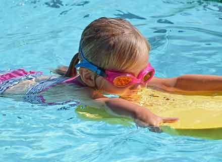 corso di nuoto per bambini dai 4 ai 5 anni piscine montebelluna treviso